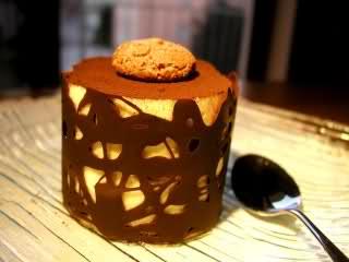 mousse in gabbia di cioccolato