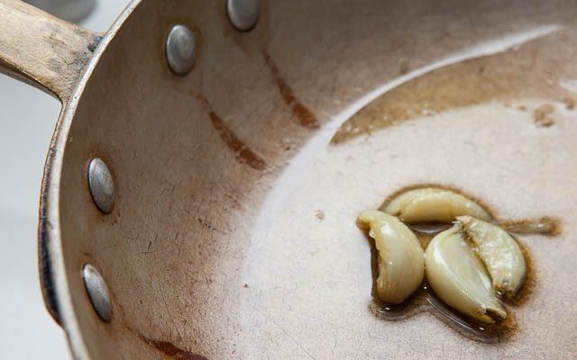 Come soffriggere l'aglio