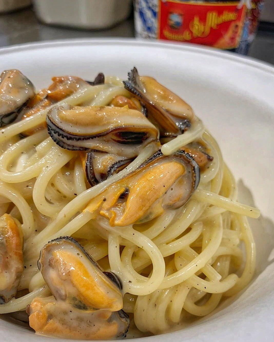 Ricetta degli spaghetti cacio pepe e cozze