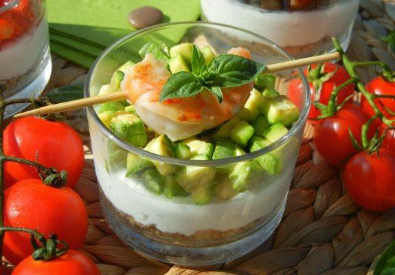 Mini cheesecake salata con ricotta di bufala campana D.O.P., verdure saltate e gamberi